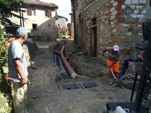 Collesanto di Magione, lavori di sistemazione fogne, acquedotto ed interramento cavi luglio 2015