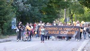 Marcia contro la violenza sulle donne. L'ingresso in piazza Matteotti a Magione