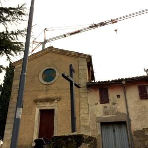 Collesanto di Magione, lavori sul tetto della chiesa di San Michele Arcangelo
